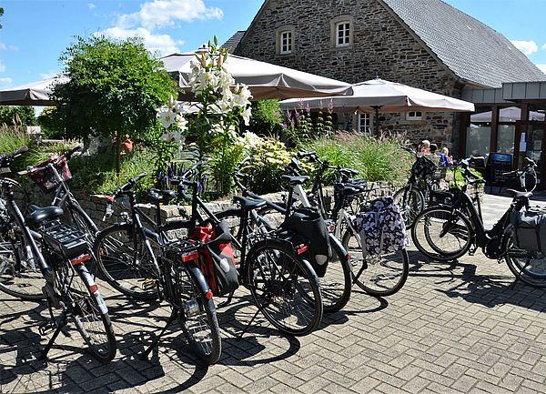 Radlerrast am Hofcafé Liesel und Lotte auf Hof Gösling in Osnabrück-Pye