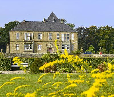 Schloss Gesmold bei Melle lädt zum Stöbern im kleinen Schlossladen oder auch zum Bewundern der gepflegten Gartenanlage ein