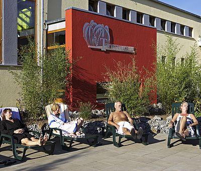 Entspannen im Außenbereich der Varustherme im Hase Bad in Bramsche.