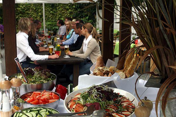 Die zahlreichen Restaurants und Gastronomiebetriebe in Osnabrück und im Osnabrücker Land bieten von einfachen Gerichten bis hin zu gehobener Küche Abwechslung für Feinschmecker.