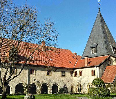 Kloster Malgarten bei Bramsche bildet mit Kirche und Kreuzgang eine schöne Einheit. Heute wohnen und wirken hier Künstler, der Ort hat sich zu einem sehr besonderen Kultur- und Veranstaltungszentrum entwickelt.