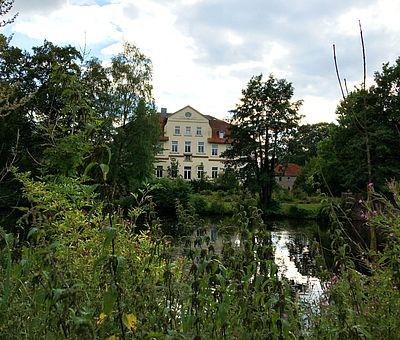 Das Gut Sutthausen wurde im Jahr 1282 das erste Mal urkundlich erwähnt.