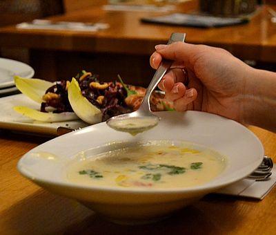 Etwas Warmes braucht der Mensch: leckere, heiße selbstgemachte Suppe und deftigen Eintopf wie von Muttern gibt es auf den Eintopf- und Suppentagen im Osnabrücker Land.