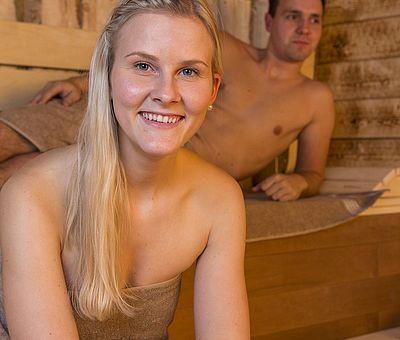 Pärchen in der Sauna im Alfen Saunaland in Rieste