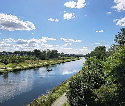 Der Stichkanal Osnabrück, gelegentlich auch Zweigkanal Osnabrück, ist eine etwa 14,5 km lange künstliche Wasserstraße, die den Mittellandkanal mit dem Hafen im gleichnamigen Stadtteil von Osnabrück verbindet. Er wurde zwischen 1910 und 1915 errichtet und verläuft mit einem maximalen Abstand von etwa einem Kilometer weitgehend parallel zur nicht schiffbaren Hase.