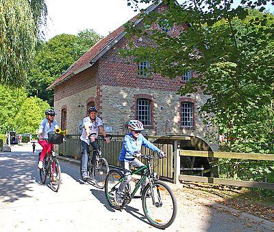 Die Osnabrücker Rund-Tour verknüpft einige der besten Ausflugsziele der Friedensstadt Osnabrück mit reizvollen Naturerlebnissen im UNESCO Natur- und Geopark TERRA.vita. Zu den Highlights der 48 km langen kompakten Radrundfahrt im Osnabrücker Land gehört auch die Nackte Mühle.