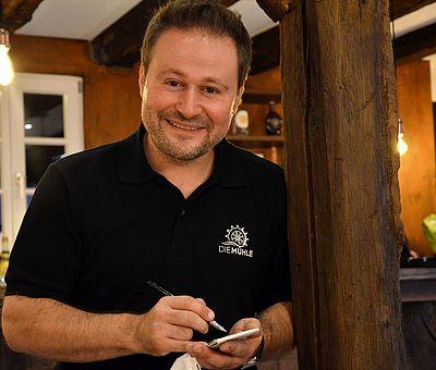 Vedat Keles im Restaurant 'Die Mühle' am Glockensee in Bad Laer