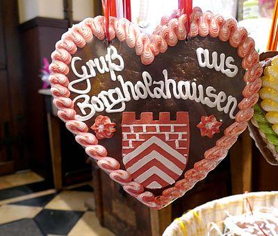 Im Ladencafé Schulze in Borgholzhausen werden das ganze Jahr über Leckereien wie Lebkuchen, Dominosteine und Gebäck frisch zubereitet.