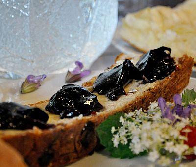 Köstliche Holundermarmelade gibt es in der cittaslow-Gemeinde Bad Essen zu kaufen.