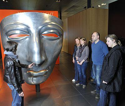Besucher in der Dauerausstellung | Varusschlacht im Osnabrücker Land - Museum und Park Kalkriese