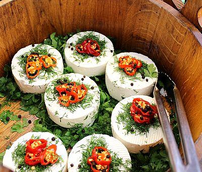 Zu den kulinarischen Spezialitäten von Bad Essen Zu den Spezialitäten des hübschen Fachwerkörtchens zählen mit dem Bad Essener Urmeersalz zubereitete Speisen.