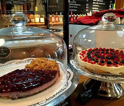 In vielen Orten im Osnabrücker Land finden Sie Cafés mit selbstgebackenen Kuchen & Torten.