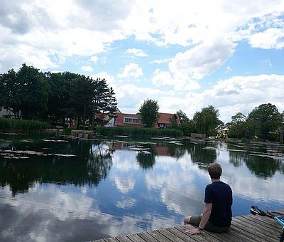 Auf der Grenzgängerroute Teuto-Ems kommt ihr auch durch den schönen Kurpark in Bad Laer mit seinem Glockensee