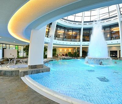 Thermalbecken mit Kuppel im carpesol Spa Therme in Bad Rothenfelde