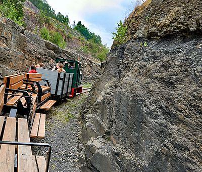 Die Osnabrücker Rund-Tour verknüpft einige der besten Ausflugsziele der Friedensstadt Osnabrück mit reizvollen Naturerlebnissen im UNESCO Natur- und Geopark TERRA.vita. Zu den Highlights der 48 km langen kompakten Radrundfahrt im Osnabrücker Land gehört auch eine Fahrt mit der Feldeisenbahn am Piesberg