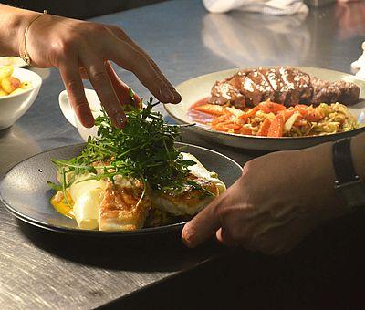 Leckere Speisen in Bio-Qualität, zubereitet mit regionalen Produkten im Rhythmus der Jahreszeiten erwarten euch ab Februar 2020 im Bio-Restaurant des Hotels Melter in Bad Laer. Geöffnet ist das Restaurant für Außer-Haus-Gäste Dienstag bis Samstag von 18:00 bis 20:30.